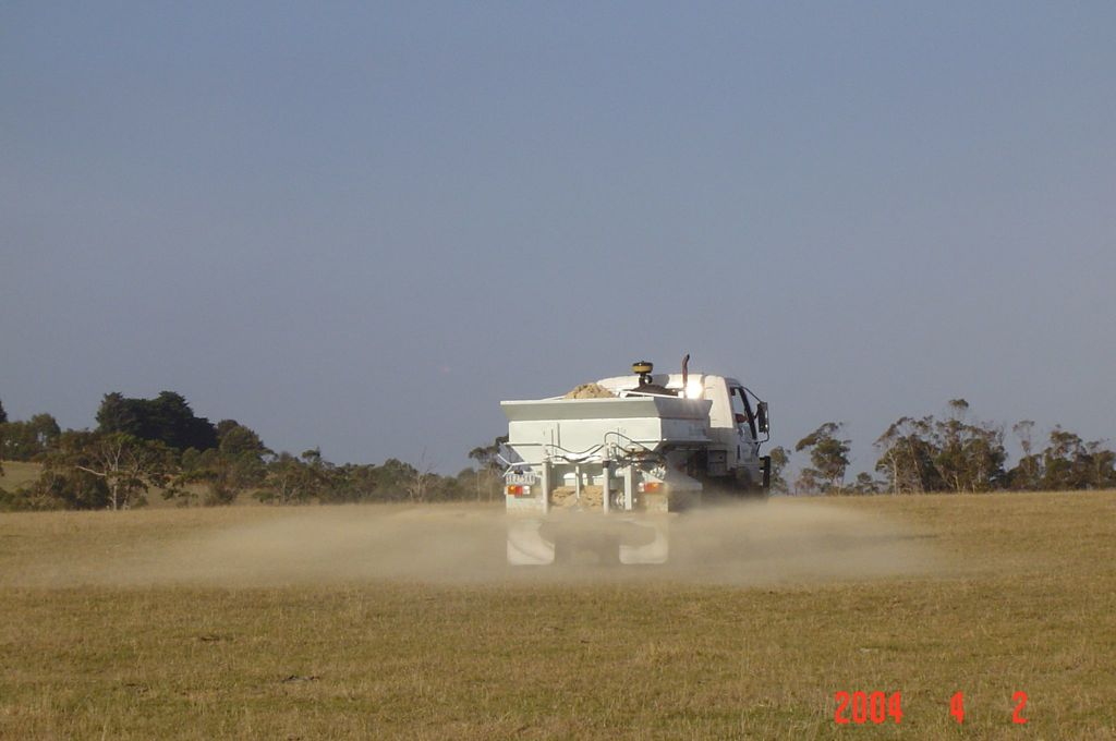 Spreading TNN Tracelime. - No loss of product due to dust.